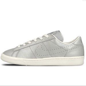 Nike Tennis Classic Zapatillas Premium Qs Zapatillas Classic Poshmark Plata 9cdb94